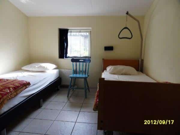 Aangepaste vakantiewoning Drijber DG005 - 6 personen - Drenthe - hoog laag bed met papegaai