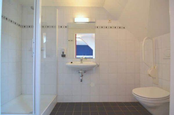 Aangepaste groepsaccommodatie Kempense Hoeve - 48 personen - Noord Brabant - verhoogd toilet met beugels