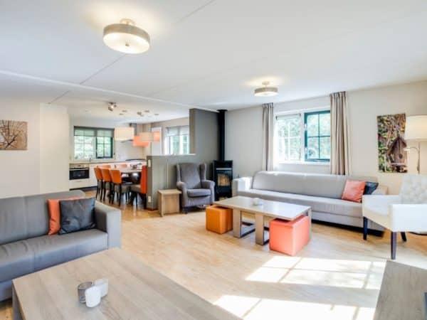 Landal Coldenhove Extra toegankelijke bungalow 12LT - 12 personen - Veluwe - Nederland - woonkamer