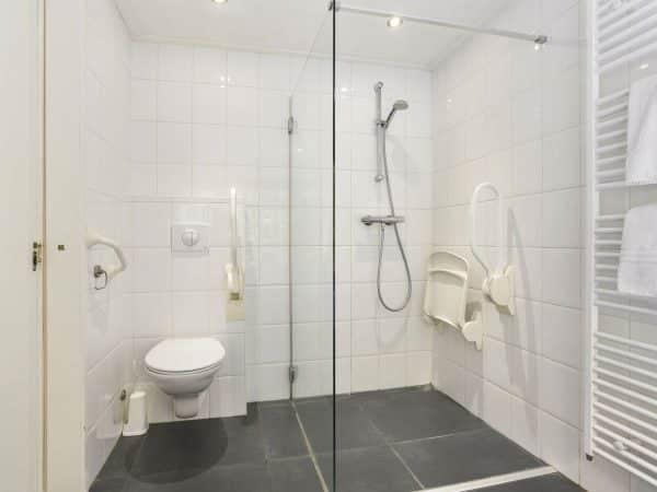 Landal De Bloemert Extra toegankelijke bungalow 12CT - 12 personen - Drenthe - Nederland - aangepast toilet