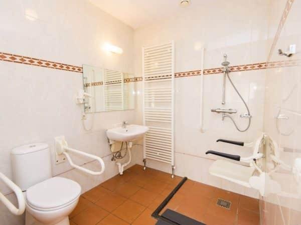 Landal De Cauberg Extra toegankelijke bungalow 10LT - 10 personen - Limburg - Nederland - aangepaste badkamer