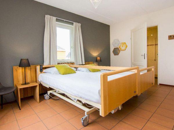 Landal De Cauberg Extra toegankelijke bungalow 10LT - 10 personen - Limburg - Nederland - aangepaste slaapkamer