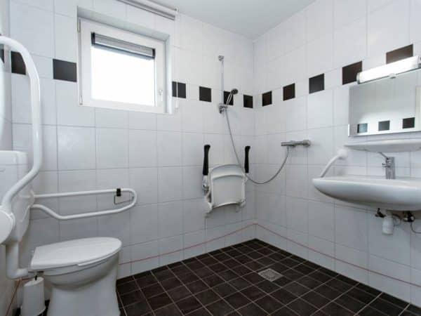 Landal Orveltermarke Extra toegankelijke bungalow 12BT - 12 personen - Drenthe - Nederland - aangepast toilet