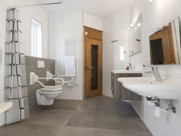 Landal Port Greve Extra toegankelijke bungalow 10CTS - 10 personen - Zeeland - aangepaste badkamer met sauna