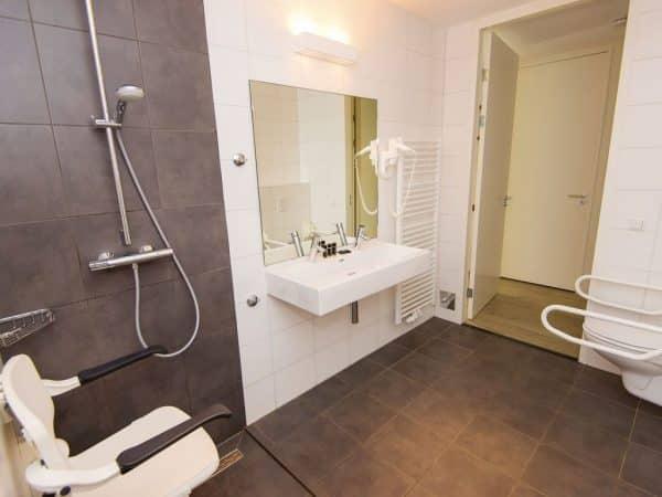 Landal Sluftervallei extra toegankelijke bungalow 10LT - 10 personen - Waddeneilanden - aangepaste badkamer