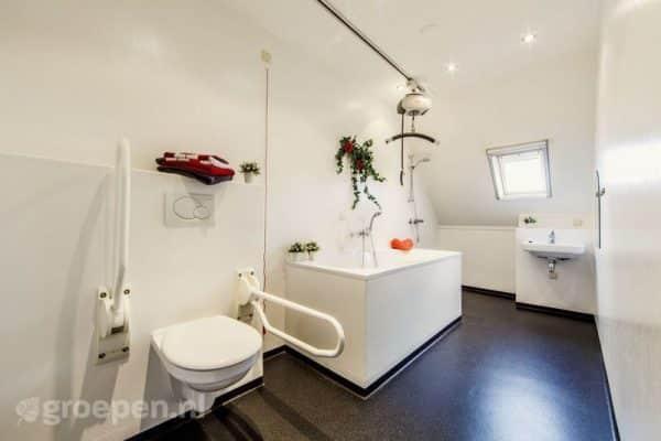 Vakantieboerderij Lollum - 16 personen - Friesland - Lollum aangepaste badkamer